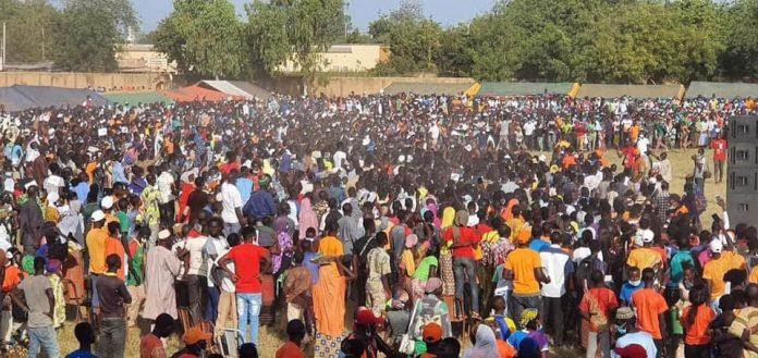 mobilisation à l'entrée du stade de Fada N'gourma lors du meeting du Roch Kaboré pour ls élections de 2020 au Burkina Faso